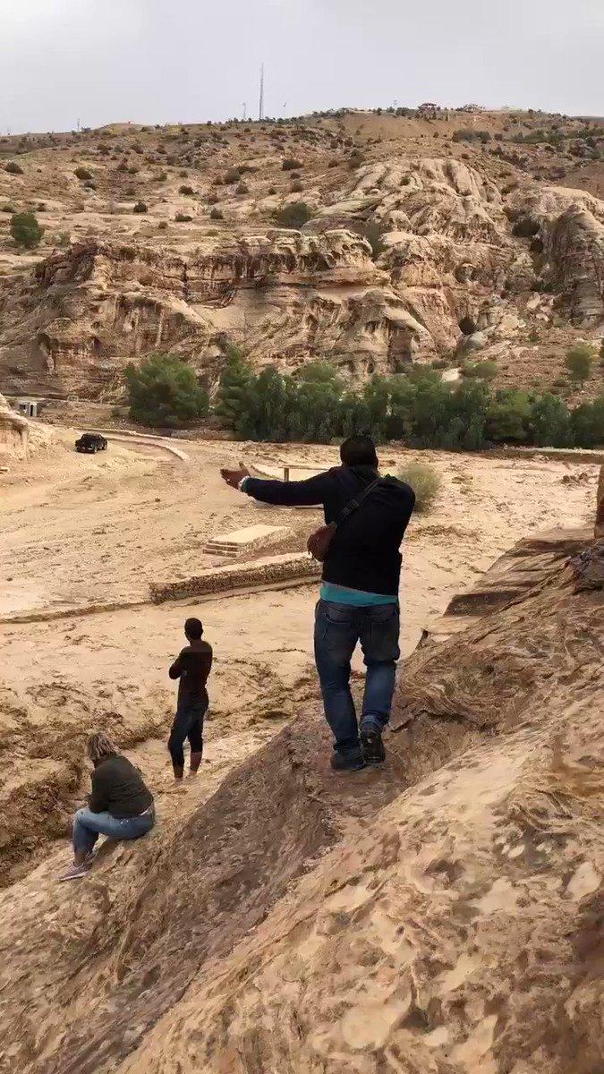 ペトラ遺跡土石流。 報道の皆さん動画使用していただいて大丈夫です。 https://t.co/NvuEZWkDFe