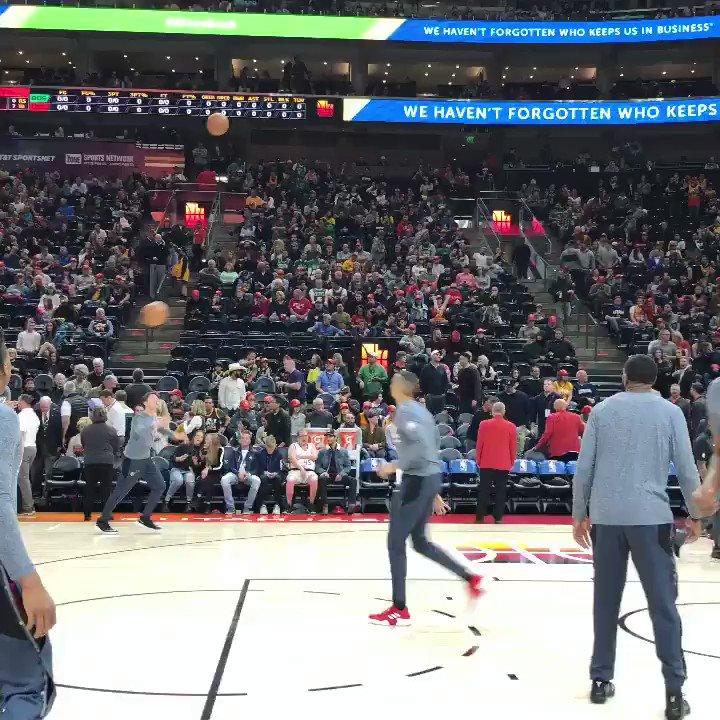 Grayson Allen threw it DOWN before gametime!  ��: ESPN https://t.co/ZoY932fot7