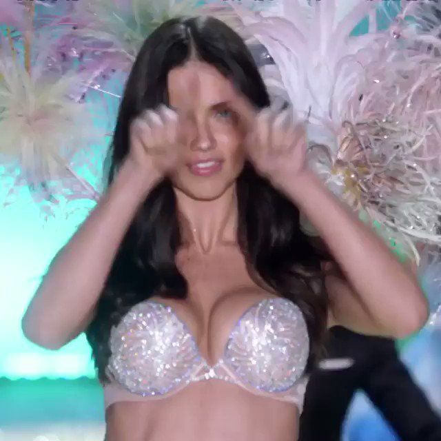 Adriana Lima hung up her wings for good as she said farewell to Victoria's Secret after 19 years. https://t.co/XRgOfnHiwn