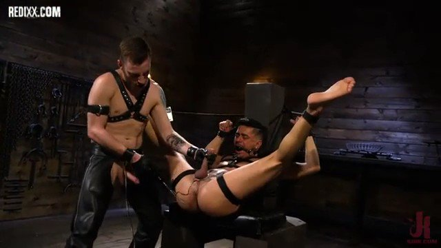 So hot !🔥 @XXXMrKeysXXX tortures @CesarXes #BDSM ✔️https://redixx.com/sebastian-keys-tortures-cesar-xes-part-2/…