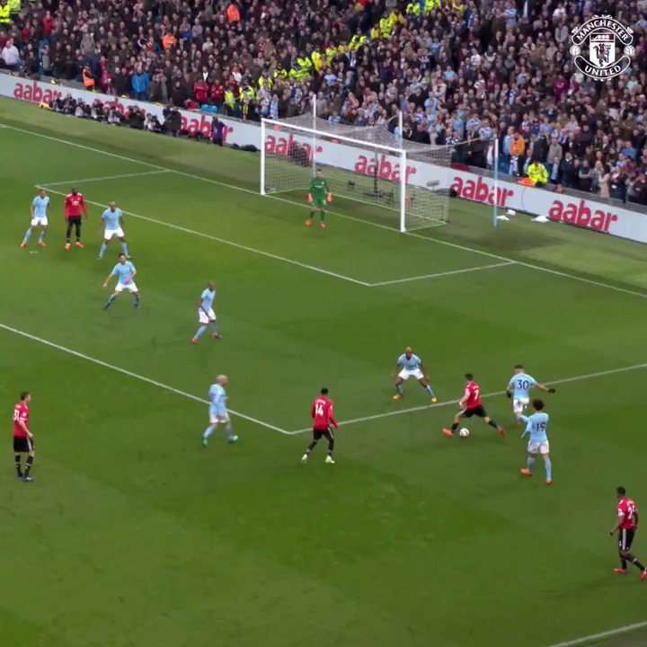 One taught me love.  One taught me... love.  In fact, they all taught me love. ❤️  #MUFC #MCIMUN @PremierLeague https://t.co/fFKaGMNshc