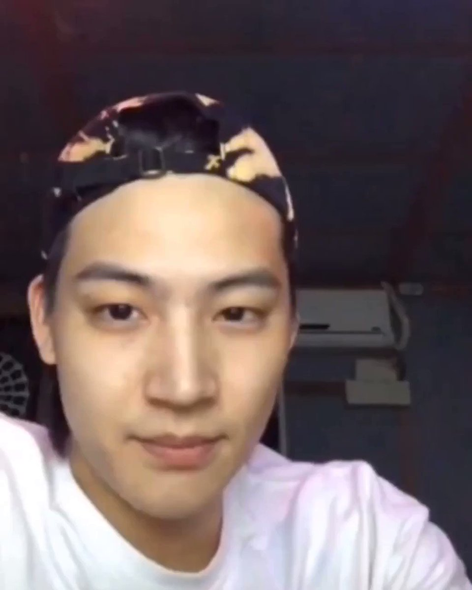 JB: are u asking if my eyebrows are real? Of course they are.😂