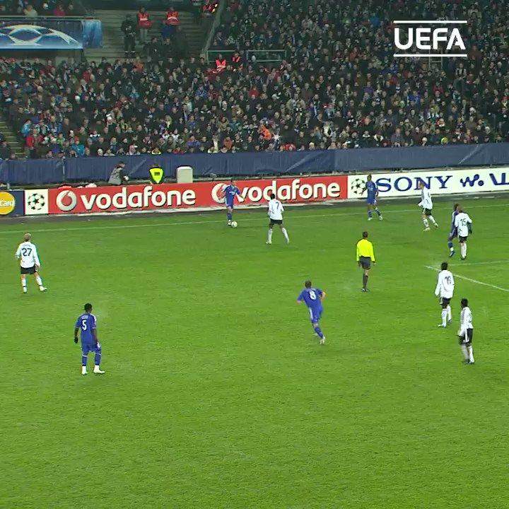 No-look. Back-heel. Through ball. ��  Former @ChelseaFC baller Joe Cole ������  #UCL https://t.co/t0xuAs32IX