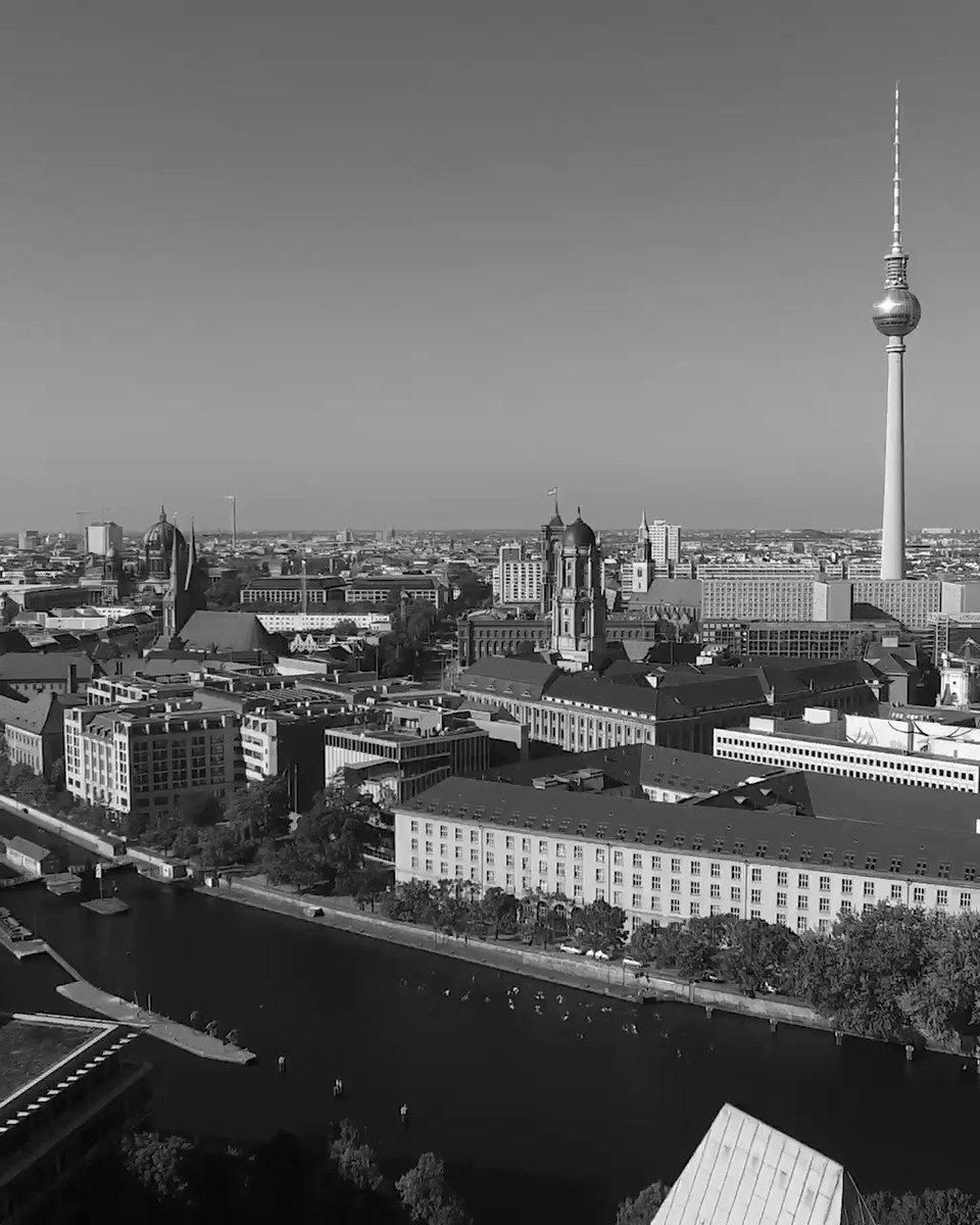 Wie ist #Berlin geworden, was es heute ist?  #BerlinZEIT stellt prägende Momente der Berliner Geschichte kompakt und leicht verständlich in einem Rundgang von der #Eiszeit bis zur #Gegenwart vor. #MärkischesMuseum  https://www.stadtmuseum.de/berlinzeit – at Märkisches Museum