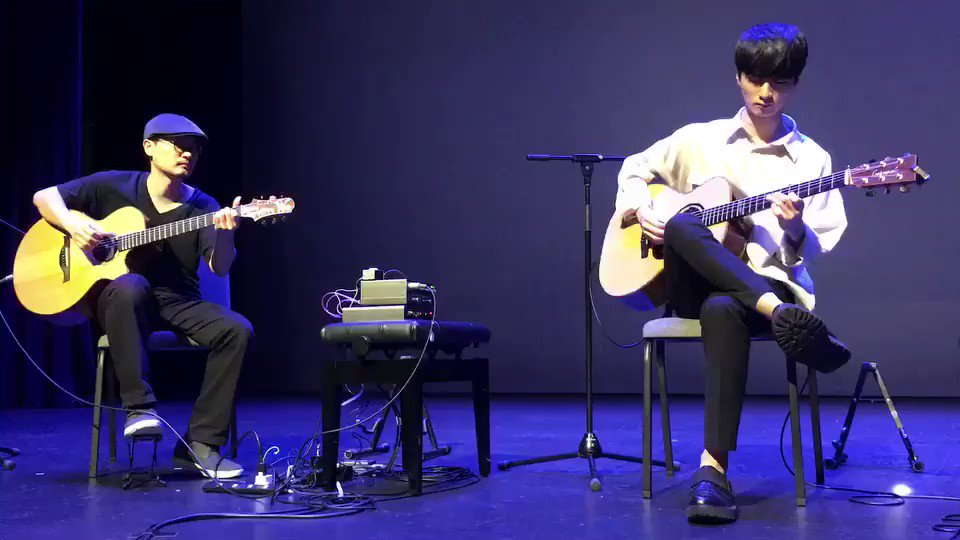 """Fly Me to the Moon""  Sungha Jung X Ryohei Shimoyama Enjoy & have a nice evening!🍸 11월 초 홍콩 공연에서 연주했던 기타듀엣입니다~🎶 At the rehearsal in Hongkong 2 weeks earlier.  #Flymetothemoon #Franksinatra #sunghajung https://t.co/Gq9GKJKf4B"