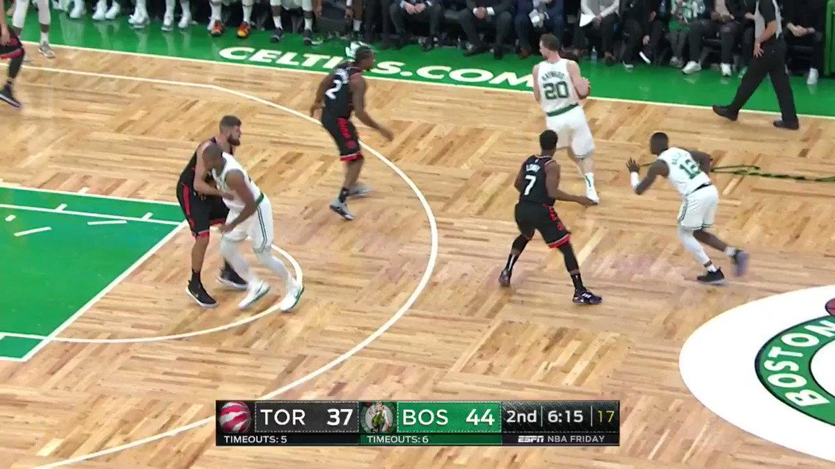 Kyrie Irving stops on a dime and fades away!  #CUsRise 49 #WeTheNorth 42  ��: @ESPNNBA https://t.co/MhzXDm8len