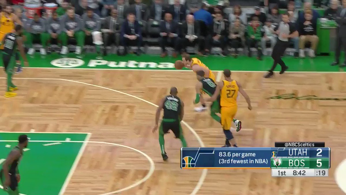 Jayson Tatum sees the opening for the flush! #CUsRise   ��: @NBATV https://t.co/SHHtmDXd72