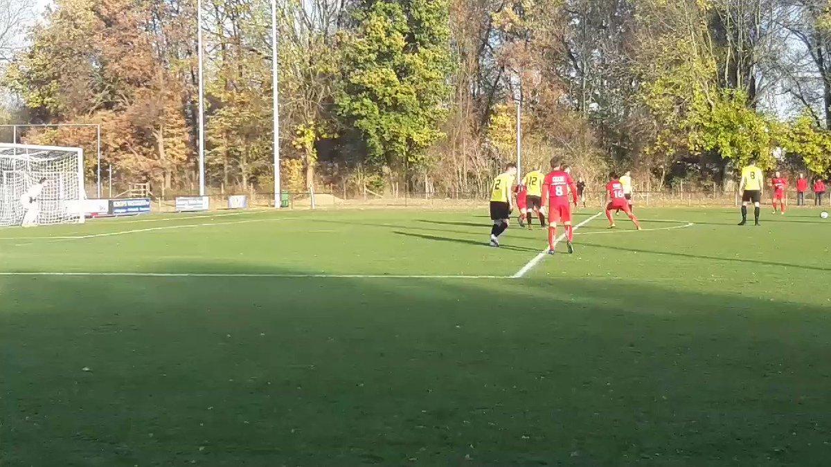 Goalll Danny slingert hem er weer in. 0-2