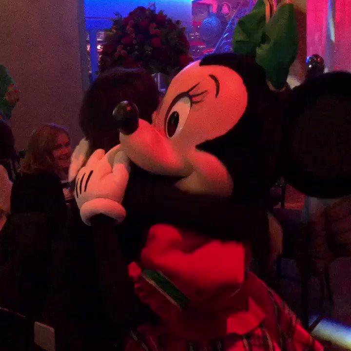 90 ans de #mickey! Quelques pas de danse avec Minnie pour fêter ça! Happy birthday! #mickey90 @DisneylandParis ❤️
