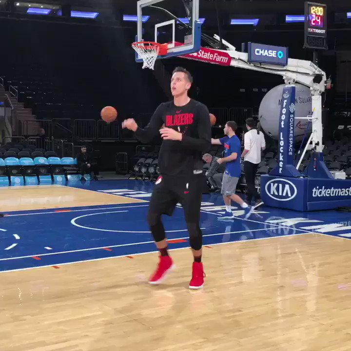 Zach Collins hits the floor a day after his 21st birthday!  🏀: #RipCity x #NewYorkForever 📺: @NBATV  ⏰: 7:30pm/et