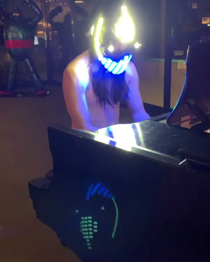 Neon Future Bach!! We don't have a light so got creative and Haha i suck whatever!! �������� #aokisplayhouse https://t.co/IDjOmDCNpb