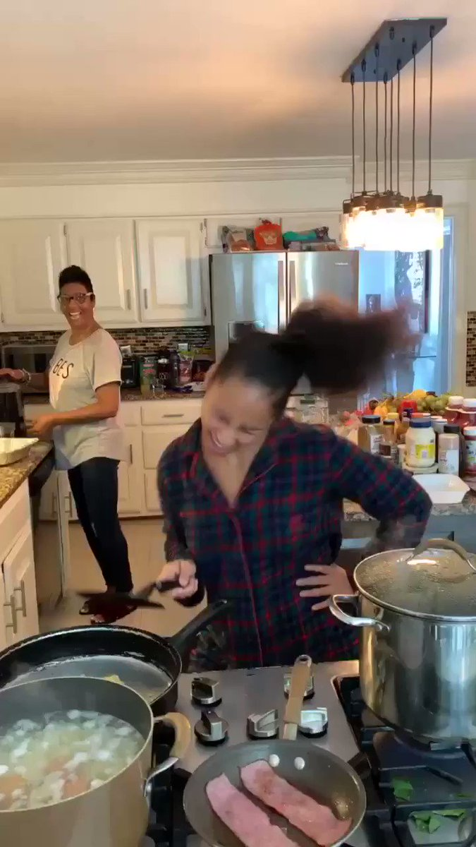 Ready for Thanksgiving Like..... Sending you love ������ https://t.co/58AkQxl60A