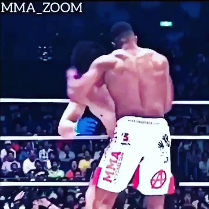 One Minute #BREAKDOWN: @Alistairovereem w/ CRUSHING KNEES!! #KO! 🔥  Enjoy The Hostilities My Friends.  #mma #boxing #kickboxing #bink #boof #ufc @danawhite @joerogan @TheNotoriousMMA @BrockLesnar @garyvee