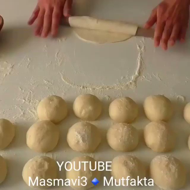 كروسان بالجبن 😋  الطريقة حلوه بدال طريقة التسفيط😍👍🏻 . . Ins @masmavi3_mutfakta