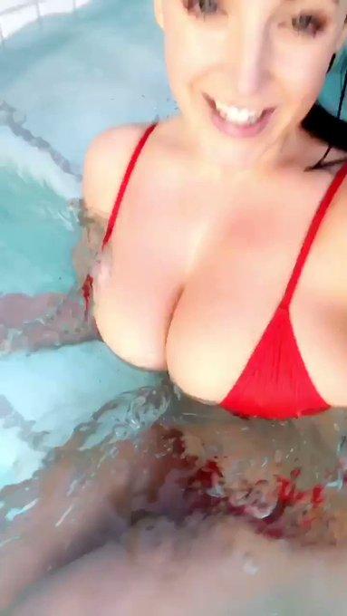 Get wet with me 💦 https://t.co/npu0p71CWO https://t.co/8Tp7XY7rgC