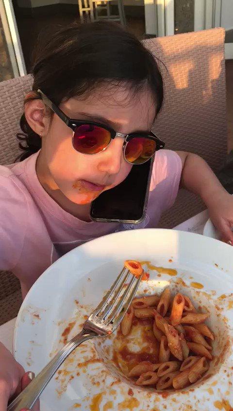 حفيدتي نورة بنت @Reem_Alwaleed متعددة المهام ❤️  My granddaughter Noura multitasking