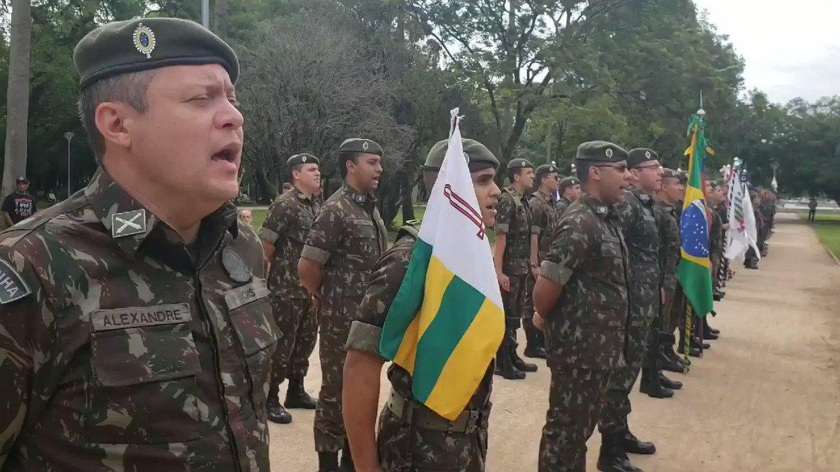 Os nomes daqueles militares que deram sua vida pela Pátria na Intentona Comunista de 1935 foram lembrados um a um durante a formatura, em Porto Alegre (RS). #pátria