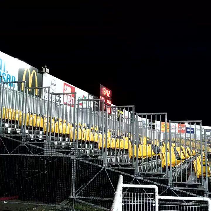 A l'arrivée au stade de Mont de Marsan, les gouttes accueillent les premiers spectateurs de @SMR_Rugby - @CABCLRUGBY #SMCAB