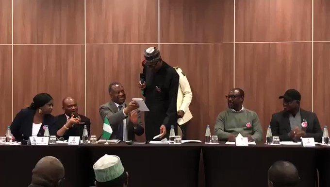 TwjbLNJbcRyWEMoa?format=jpg&name=small - Presidente da Nigéria desmente publicamente boatos de que teria morrido e sido substituído por clone