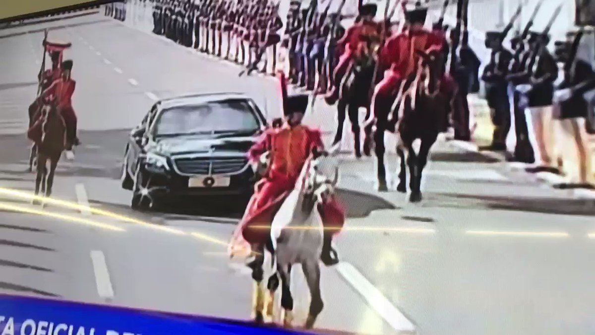 Perhaps it's because so few heads of state come to visit, or maybe it's because #Venezuela is so desperate for cash, but Maduro is pulling out all the formalities for Erdogan arrival.