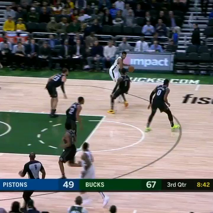 Giannis dunked on Blake and let him know �� https://t.co/D8JjItiHs7