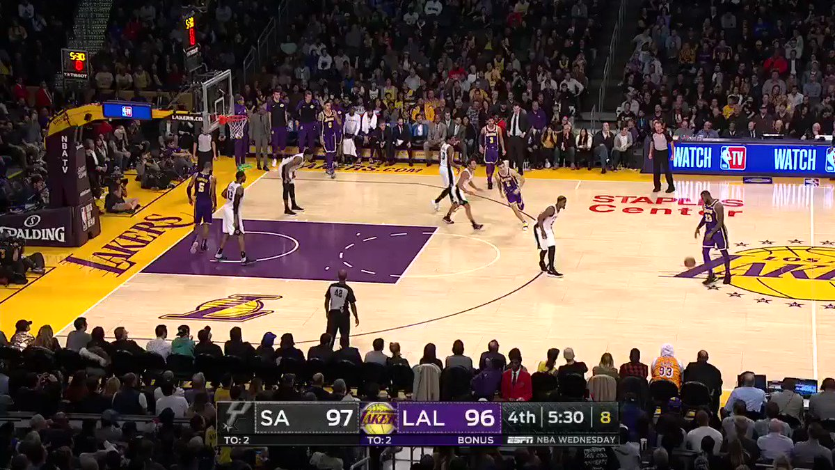 1. Hit deep 3 2. Pump up the crowd 3. Receive applause from Adam Sandler  Just another night in LA for @KingJames https://t.co/5rwVcRvDz8