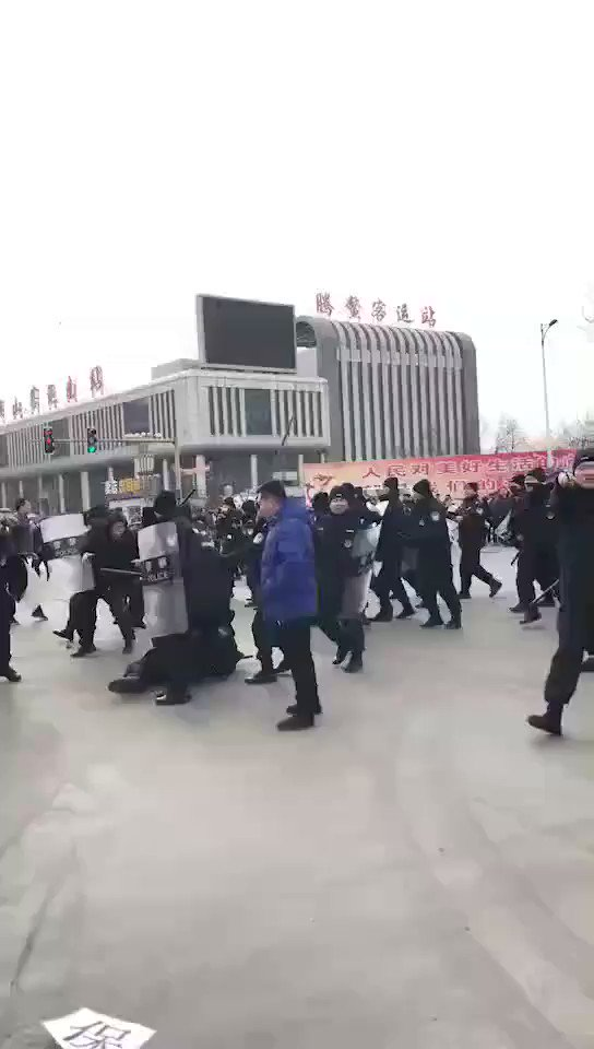 Police officers in anshan, liaoning province, have been instructed by local officials to violently attack civilians and violate human rights. December 5, 2018.
