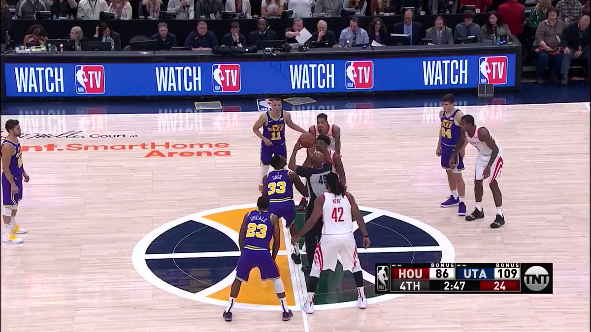 Dante Exum spins for the left-handed finish! #TeamIsEverything @NBAonTNT