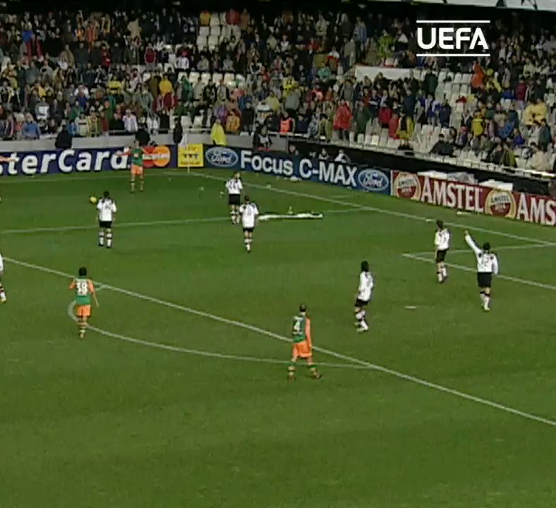 #OnThisDay in 2004  📅   💥@Haedo18Valdez9 🆚 @valenciacf ⚽️⚽️💪  #UCL #FridayMotivation @werderbremen
