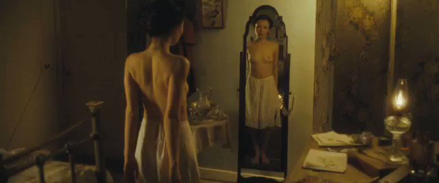 Emily Browning – Summer in February (2013)  – Celeb Nudity