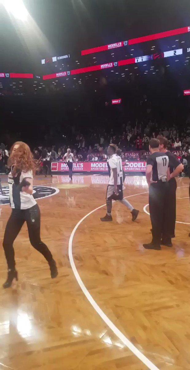 Juventus x @BrooklynNets ⚪️⚫️ Its #JuventusNight in Brooklyn 🏀👌 (🎥 @juventusfcen)