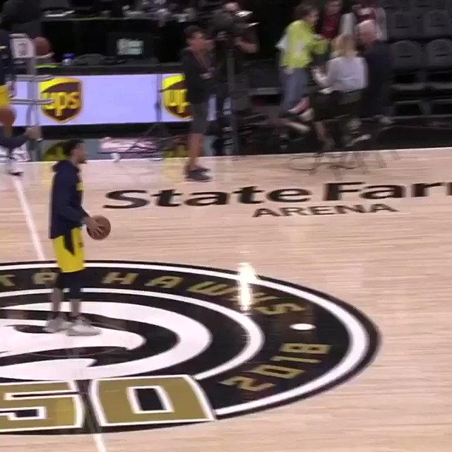 Murray got RANGE! 😳  @BeMore27 hits 3 half-court triples during warmups! 🏹  #MileHighBasketball