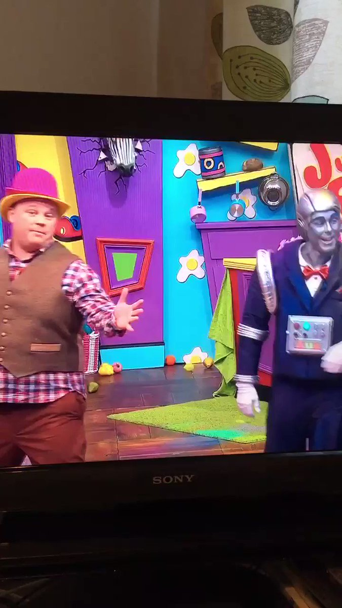 Justin's House on @CBeebiesHQ  is further proof, as if we needed it, that safe standing works. Look at that atmosphere! @The_FSF @the92dotnet