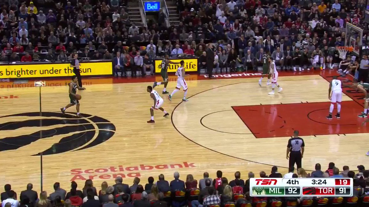 Image for the Tweet beginning: Fred VanVleet buries the 3