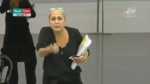 RT @amaricord: Alessandra Celentano descrive la mia vita https://t.co/5oZiNmgfJy
