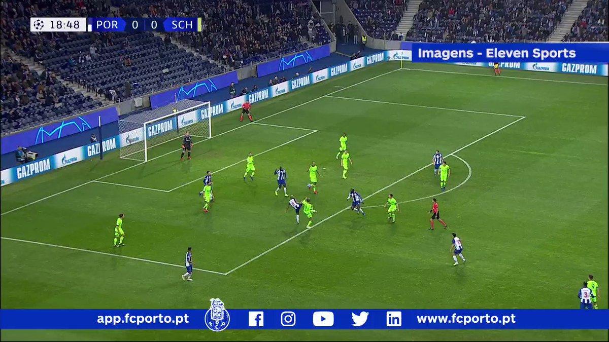 Recorda o último jogo da Champions League, frente ao Schalke 04 🔵⚪  #FCPorto #FCPS04 #UCL