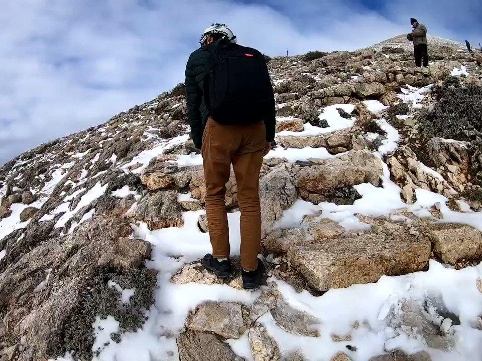 標高2160mの山頂にある #ネムルトダーゥ   ギリギリまで車で、20分ほど雪山を歩いて登る。  周囲の山と雲が🏔どんどん下に下がっていく。  @GoPro @goprojp #タイムラプス #ハイパーラプス #GoPro #GoProhero7 #GoPro7 #GoProのある生活  #ゴープロ #GoProjp #GoProlife #TimeWarp