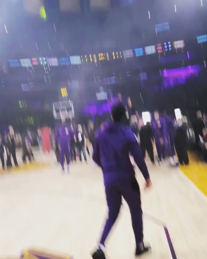THIS IS HOW YOU FEEL @KingJames ����  #PlayersOnly https://t.co/2Cn4HcG2l9