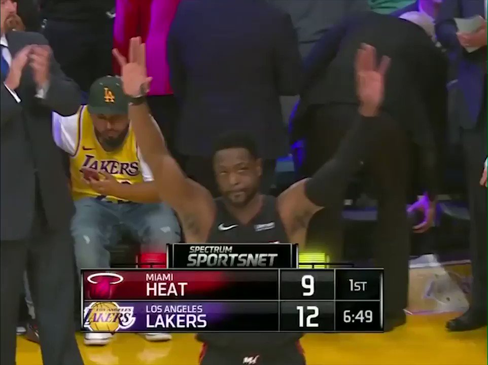 .@DwyaneWade got a standing ovation from the Staples Center crowd and a hug from LeBron 👏