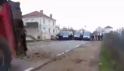 And now here's a video of farmers slinging horse shit at the cops  #GiletsJaunes