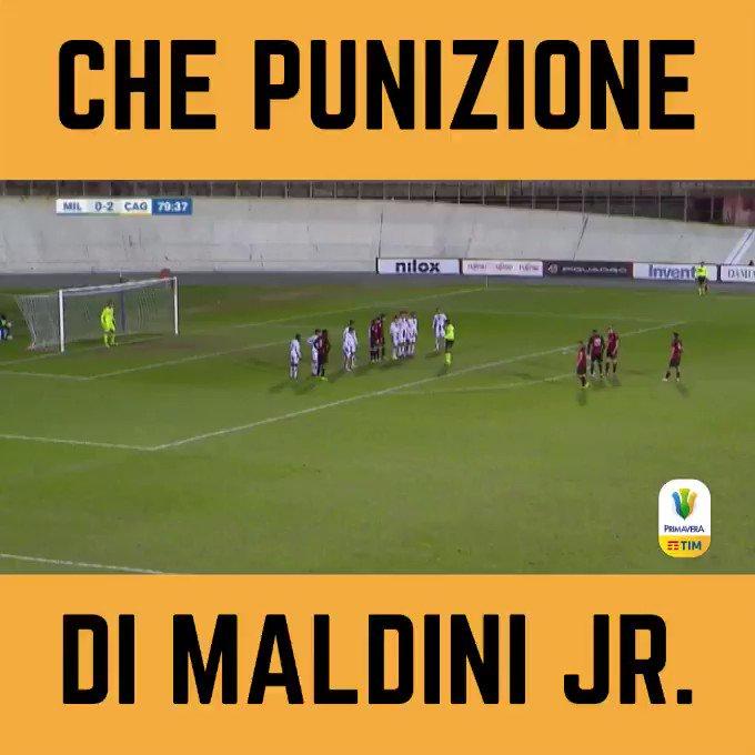 📹   Che punizione di Daniel #Maldini, sotto gli occhi di papà Paolo 🎯  #SiPrimavera @acmilanyouth
