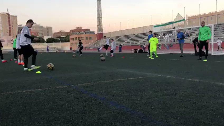 #LaLigaGenuineSantander | Esta tarde, entrenamiento con visita especial de los jugadores del primer equipo @franrodriguez22 y @NanoGM21 👏🏻 #FundaciónUDA
