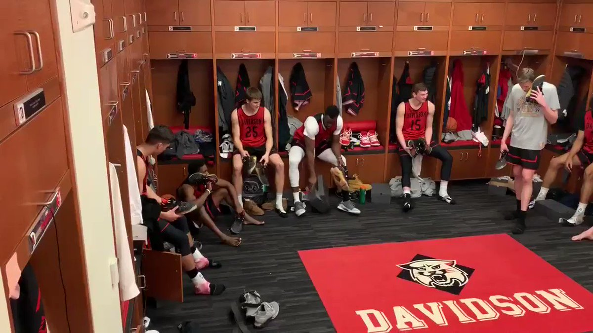 Davidson dances to Fergie's National Anthem remix after receiving Curry 6s