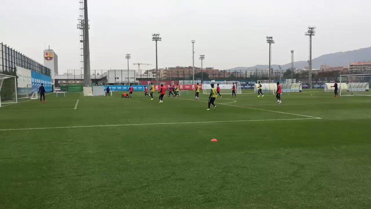⭕️ Compte enrere‼️  🎥 El Barça B prepara amb els jugadors disponibles el partit de dissabte contra el Lleida al Mini. També han entrenat els juvenils Pol, Baño, Ilaix, Nico, Marqués, Jandro, Iván Bravo, Peque, Álvaro, Serrano i Nils  #BarçaB #ForçaBarça🔵🔴