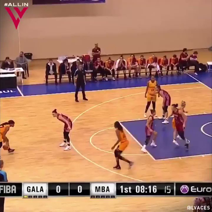 Oh my Moriah 👀 Wait for the third clip 😰 @_bonnbonn with 18 PTS, 6 REB, 4 AST in a @gsbasketbol 59-45 victory. 🎥 @uqurera #AcesAbroad
