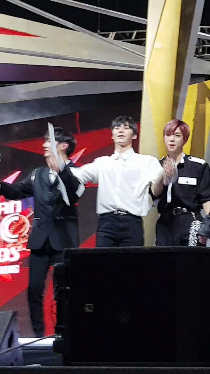 온하's photo on #워너원_남자그룹상_축하해