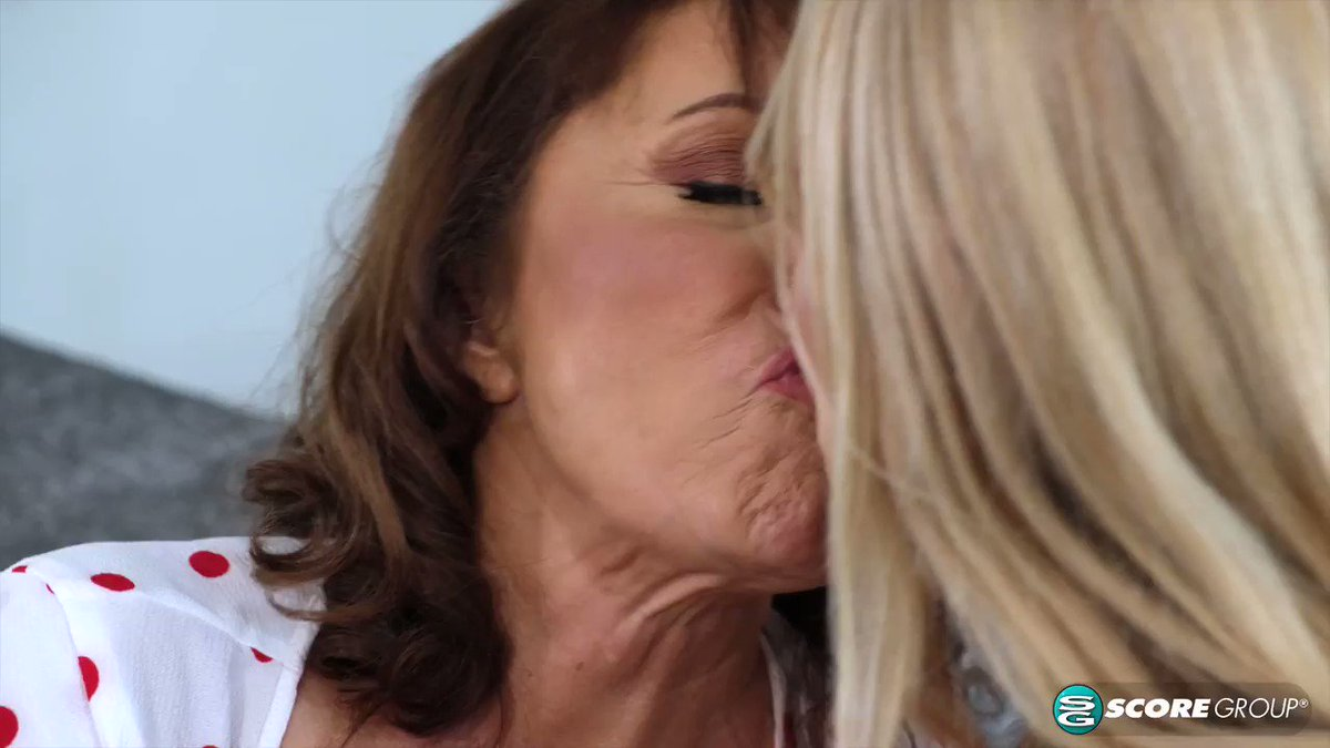 Scorelander - Luna Azul, 67, and Mia Magnusson, 61, are making out on a couch, feeling up each other's bodies. They both need cock. Well, it just so happens that Luna's granddaughter(娘)'s friend is outside waiting.  Stream it today at Granny Fuck Club @MILFLunaAzul