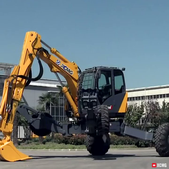 This hydraulic excavator can move like a spider via @XCMGGroup