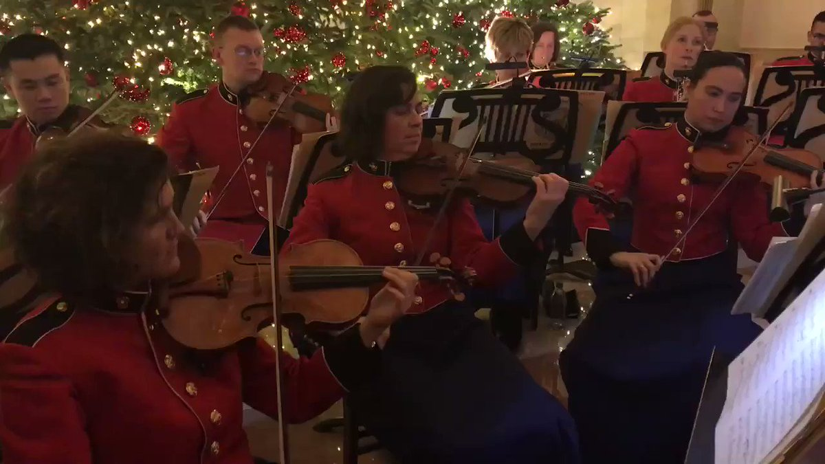 The music was extordinary 😱 the military band was amazing at the <a target='_blank' href='http://search.twitter.com/search?q=WhiteHouseholidayreception'><a target='_blank' href='https://twitter.com/hashtag/WhiteHouseholidayreception?src=hash'>#WhiteHouseholidayreception</a></a> 👌 <a target='_blank' href='http://twitter.com/Ms_SternerMusic'>@Ms_SternerMusic</a> <a target='_blank' href='http://twitter.com/MrMartiniMusic'>@MrMartiniMusic</a> , where's our oakie band teacher at!? Mr. Pratte would love this! <a target='_blank' href='http://search.twitter.com/search?q=apsarts'><a target='_blank' href='https://twitter.com/hashtag/apsarts?src=hash'>#apsarts</a></a> <a target='_blank' href='http://search.twitter.com/search?q=APSartsgreat'><a target='_blank' href='https://twitter.com/hashtag/APSartsgreat?src=hash'>#APSartsgreat</a></a> <a target='_blank' href='https://t.co/ROl9do7EqM'>https://t.co/ROl9do7EqM</a>