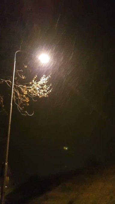 RT @RichardMaasdijk: Regen + vrieskou = ijzel.  Pas op mensen in het #Westland. Het word spekglad buiten vanaf nu! https://t.co/AMyoLTkJZX